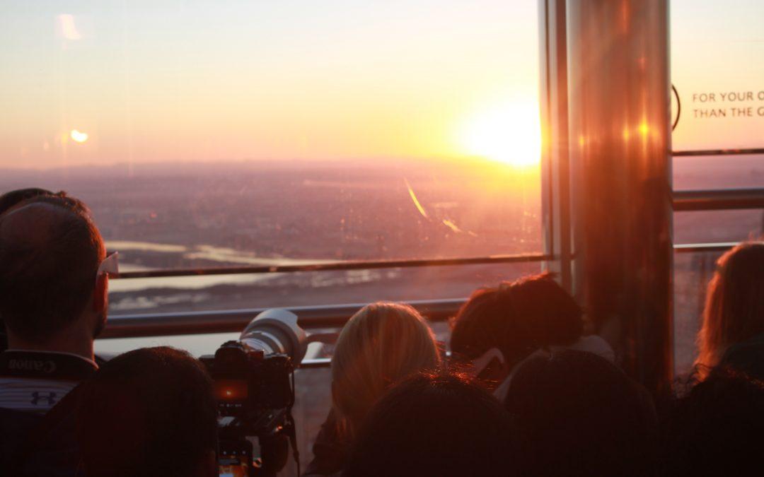 برج خليفة يستضيف الجمهور لمشاهدة الكسوف الشمسي النادر